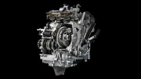 Suzuki GSX-R1000 so gang voi Yamaha YZF-R1 - Anh 4