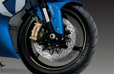 Suzuki GSX-R1000 so gang voi Yamaha YZF-R1 - Anh 8