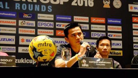 HLV Kiatisuk cua Thai Lan khieu khich Philippines tai AFF Cup 2016 - Anh 1
