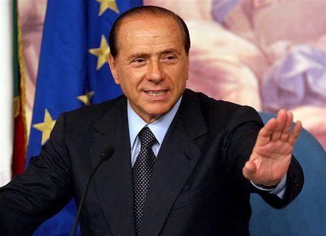Neu phia Trung Quoc lam hong chuyen, Berlusconi hua se giu lai Milan - Anh 1