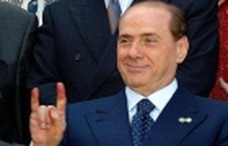 Neu phia Trung Quoc lam hong chuyen, Berlusconi hua se giu lai Milan - Anh 2