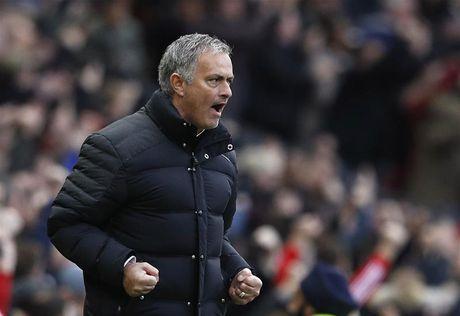Mourinho chon M.U la qua dung dan - Anh 1