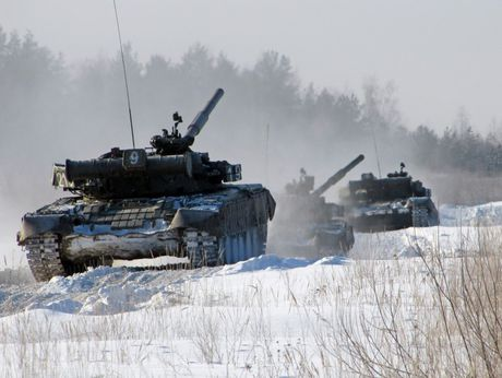 3.000 xe tang 'phan luc' T-80BV tro lai, NATO hoang loan - Anh 10