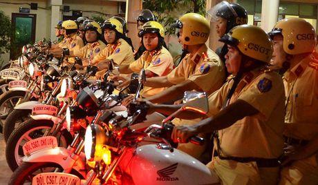 CSGT tam giu nhieu xe sang sau chien thang cua DT Viet Nam - Anh 10