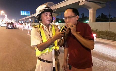 CSGT tam giu nhieu xe sang sau chien thang cua DT Viet Nam - Anh 5