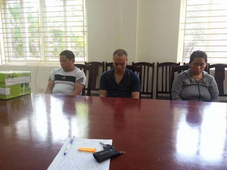 Ha Noi: Khoi to 3 doi tuong mua ban 20 banh heroin - Anh 1