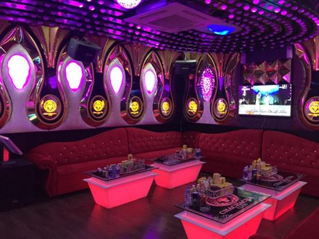 Quan ly Karaoke tren dia ban Ha Noi: Quyet liet trong viec cap va thu hoi giay phep - Anh 2