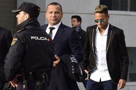 Cong to vien Tay Ban Nha de nghi an 2 nam tu doi voi cha con Neymar - Anh 1