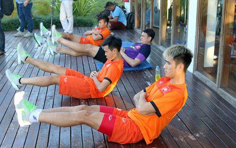Buoi tap dau tien cua tuyen Viet Nam tai Nay Pyi Taw: Hoang Thinh va Thanh Luong duoc nghi - Anh 5