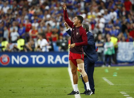 Xuan Truong tai hien hinh anh 'chi dao' dong doi giong C. Ronaldo - Anh 4
