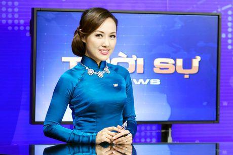 BTV Hoai Anh len tieng ve tinh huong bat cuoi tren song - Anh 1