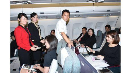 Ta Dinh Phong mang show thuc te len may bay - Anh 1
