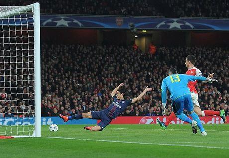 Arsenal mat ngoi dau, Bayern trang tay tren dat Nga - Anh 2