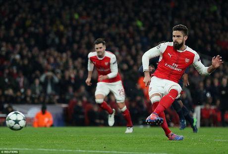 Arsenal mat ngoi dau, Bayern trang tay tren dat Nga - Anh 3