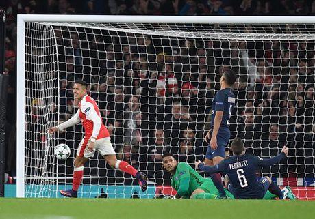 Arsenal mat ngoi dau, Bayern trang tay tren dat Nga - Anh 4
