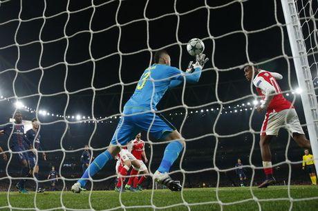 Arsenal mat ngoi dau, Bayern trang tay tren dat Nga - Anh 5