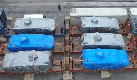 Hong Kong thu giu 9 xe boc thep gui den Singapore - Anh 1