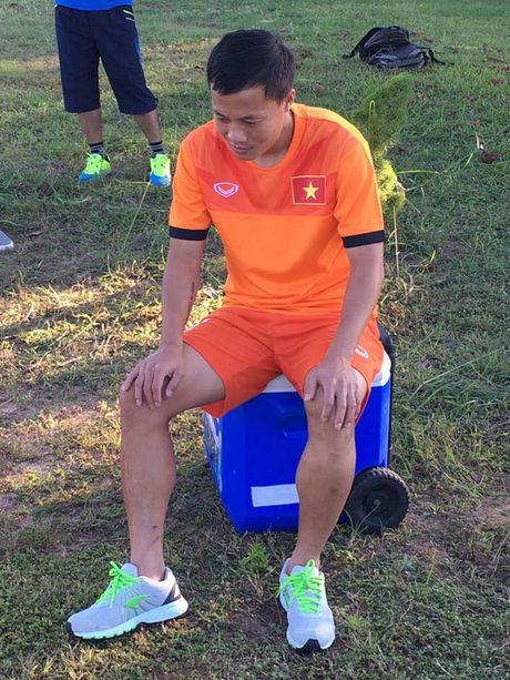 Thay tro Huu Thang thu gian sau chien thang truoc Malaysia - Anh 5