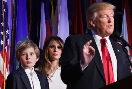 Phu huynh lo lang khi con cai hoc cung truong voi con trai ut cua Donald Trump - Anh 1