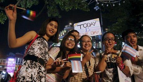 Hotboy 'xay cau' ket noi hanh phuc cho cong dong LGBT - Anh 2