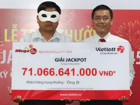 Su that loi don ve nhung nguoi deo mat na nhan thuong vai chuc ty dong cua Vietlott - Anh 3