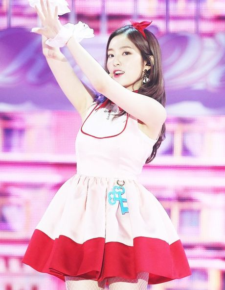 Irene khien Chan Yeol xau ho vi qua xinh tren san khau - Anh 4