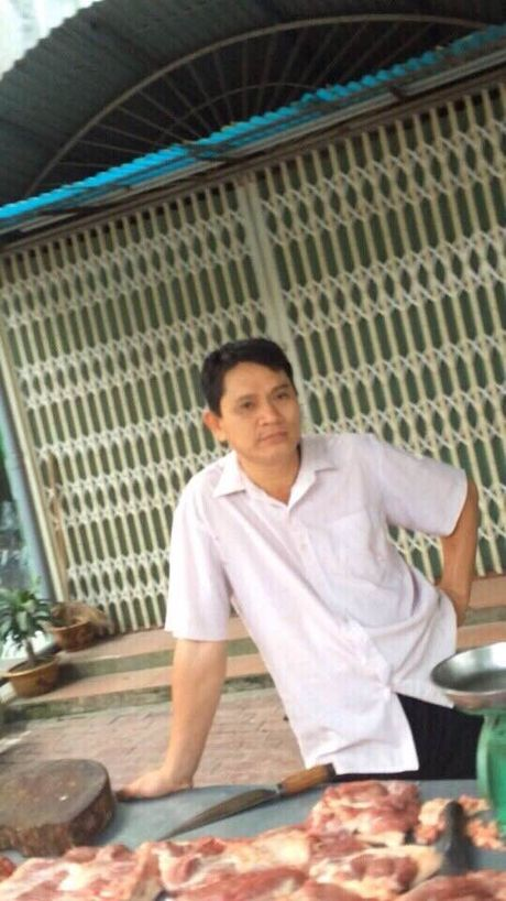 Ga ban thit lon 'no' la luat su lua dao 700 nguoi dan - Anh 1