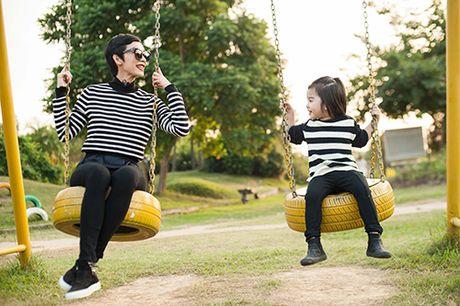 Xuan Lan va con gai vui dua trong nang am dau dong Ha Noi - Anh 1