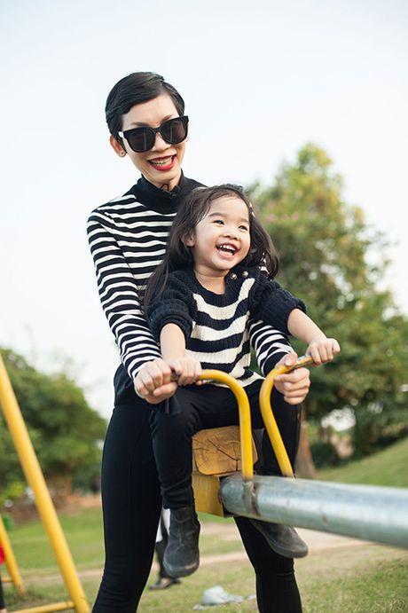 Xuan Lan va con gai vui dua trong nang am dau dong Ha Noi - Anh 2