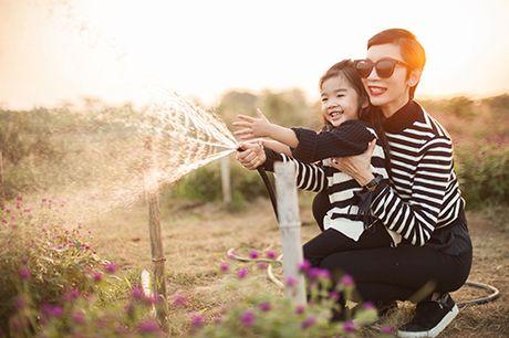 Xuan Lan va con gai vui dua trong nang am dau dong Ha Noi - Anh 6