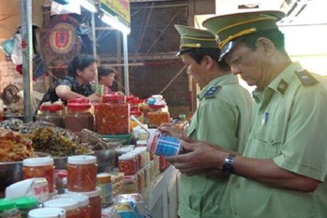 Khong dam bao an toan trong kinh doanh thuc pham da qua che bien phat the nao? - Anh 1