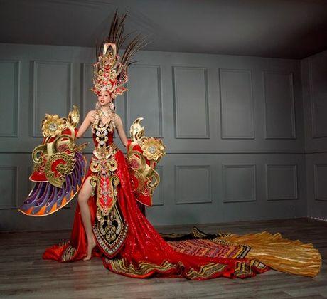 Tranh cai vu trang phuc nua ta cua Kha Trang: 'Co nhat thiet phai la ao dai hay tu than?' - Anh 2