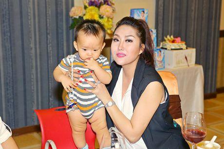 Sau su co suc khoe nghiem trong, Phi Thanh Van quyet dinh len xe hoa - Anh 10