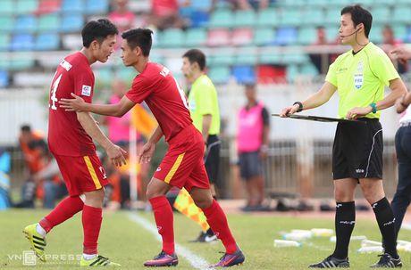 Xuan Truong 'chi dao' dong doi, giong Ronaldo - Anh 1
