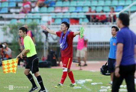 Xuan Truong 'chi dao' dong doi, giong Ronaldo - Anh 7
