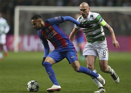 Messi lap cu dup, Barca gianh ve di tiep tai Champions League - Anh 3