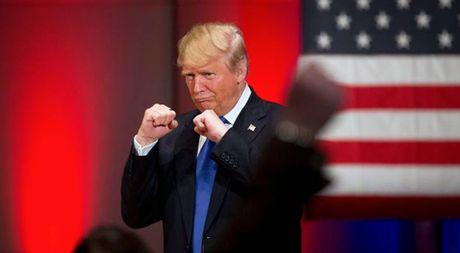 Dung la khi ong Trump danh manh vao hang Trung Quoc de bao ve kinh te My - Anh 1