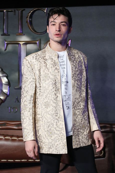 Ezra Miller - chang trai song tinh dang yeu giua long Hollywood - Anh 12