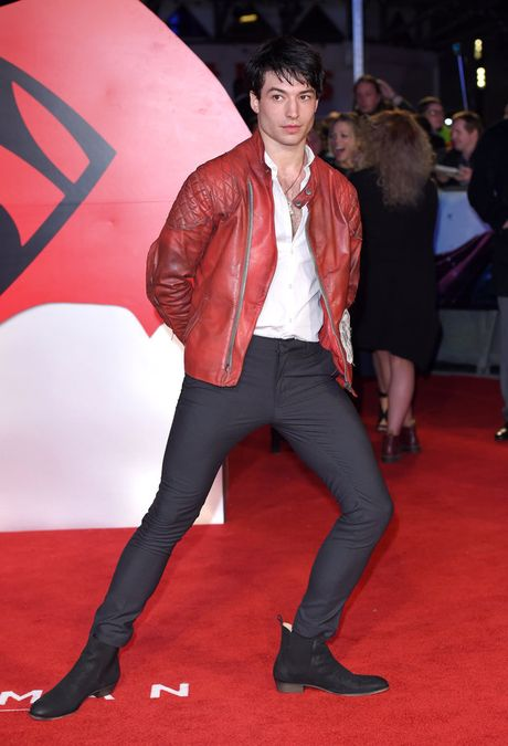 Ezra Miller - chang trai song tinh dang yeu giua long Hollywood - Anh 8