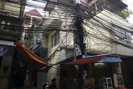 Ha Noi: Mang luoi 'rac troi' van giang chang chit khap pho - Anh 12