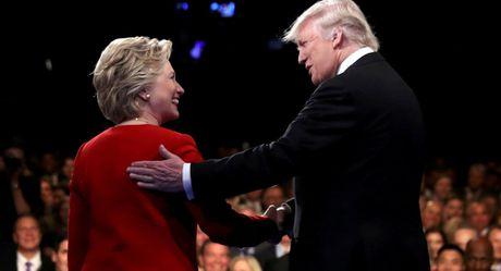 Ba Clinton va Trump tung nhan tien tai tro cua ty phu Ukraine - Anh 1