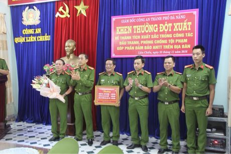 Thuong nong vu bat doi tuong cuop iPhone cua du khach - Anh 1