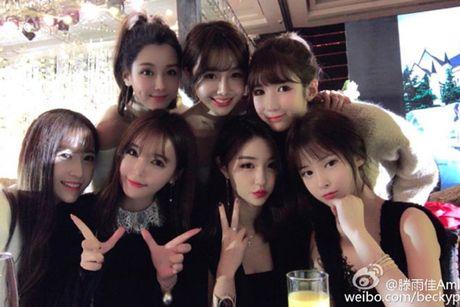 Dam cuoi hot girl Trung Quoc hut 30 trieu nguoi theo doi - Anh 11