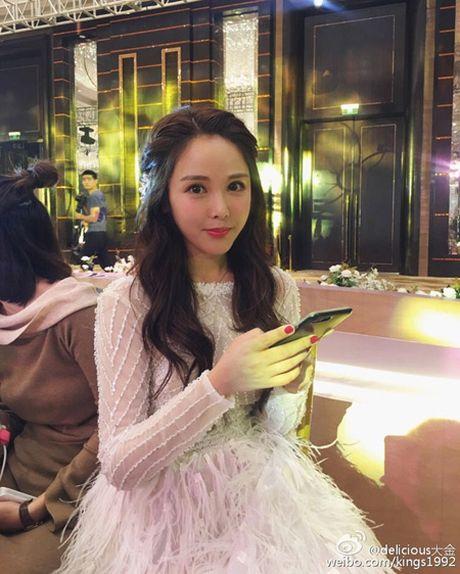Dam cuoi hot girl Trung Quoc hut 30 trieu nguoi theo doi - Anh 2