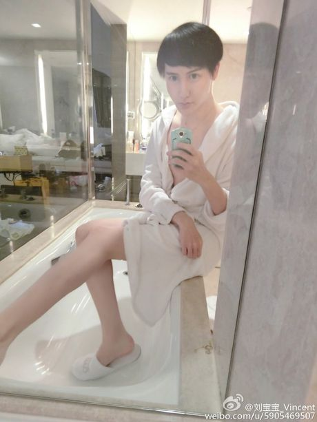 Khong chi khuon mat, chang trai 'mat ran' con so huu voc dang het hon - Anh 5
