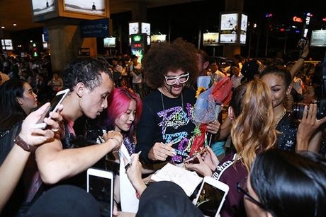 Lilly Nguyen, Mai Ngo ra san bay don 'ong hoang party rock' Redfoo - Anh 10