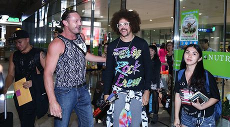 Lilly Nguyen, Mai Ngo ra san bay don 'ong hoang party rock' Redfoo - Anh 2