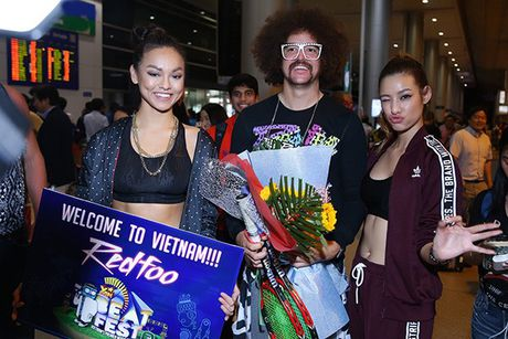 Lilly Nguyen, Mai Ngo ra san bay don 'ong hoang party rock' Redfoo - Anh 5