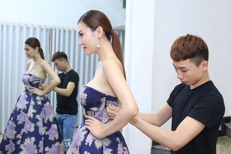 Ngoc Duyen se dien vay xuyen thau tham du Victoria's Secret Fashion Show - Anh 2
