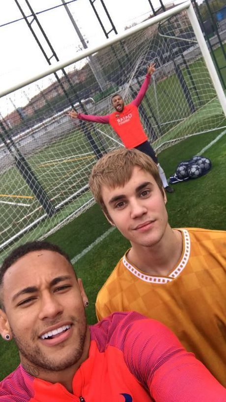Justin Bieber so tai voi Neymar - Anh 2